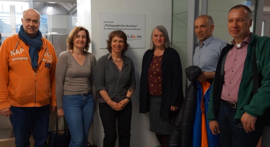 v.l.n.r.: Herr Jäger (Betreiber), Frau Stocker (Elternbeirat), Gisela Sengl, Frau Farkas (AK Ernährung), Herr Stengl (Elternbeirat) und Herr Slomka (AK Ernährung)